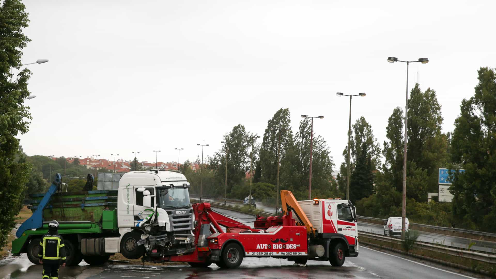 Detido condutor de camião que provocou acidente na Segunda Circular