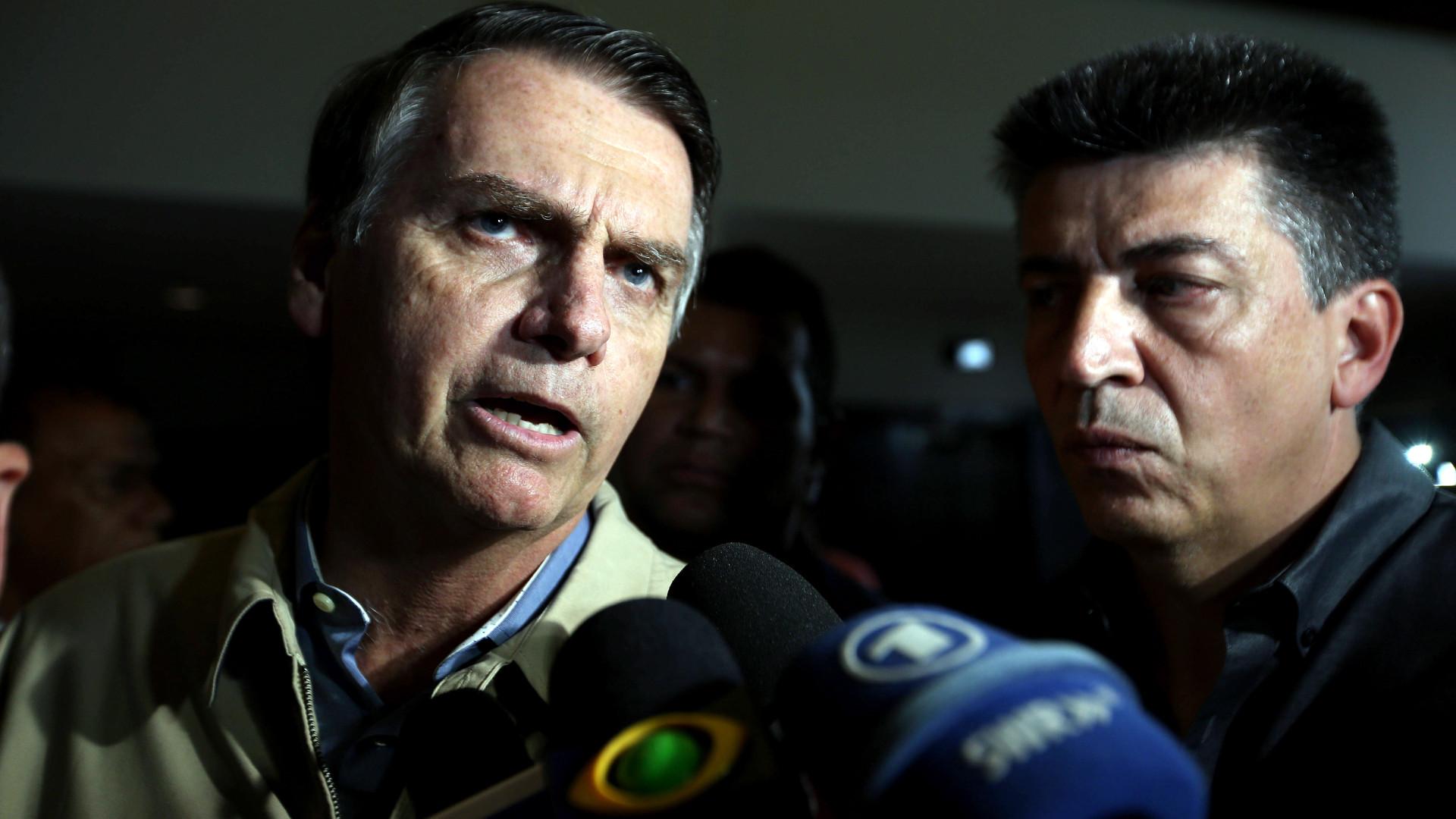 Tribunal Superior do Brasil abre investigação à campanha de Bolsonaro