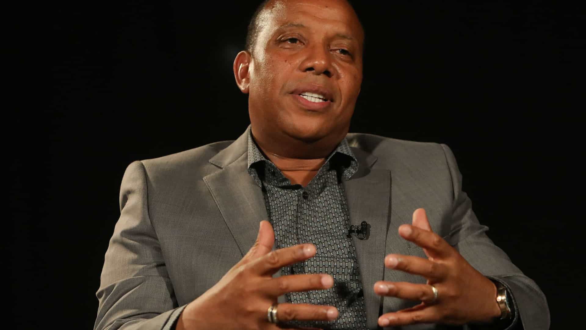 """Primeiro-ministro cessante de São Tomé regressa """"muito em breve"""" ao país"""