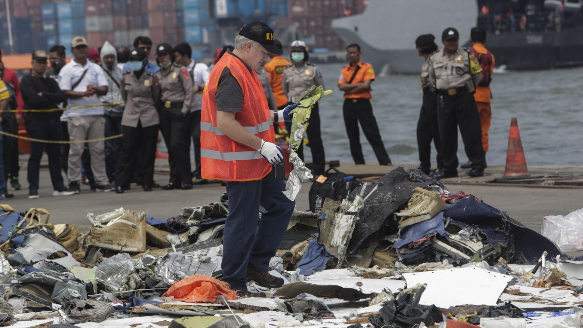 Encontrada caixa negra que regista áudio de avião que caiu na Indonésia