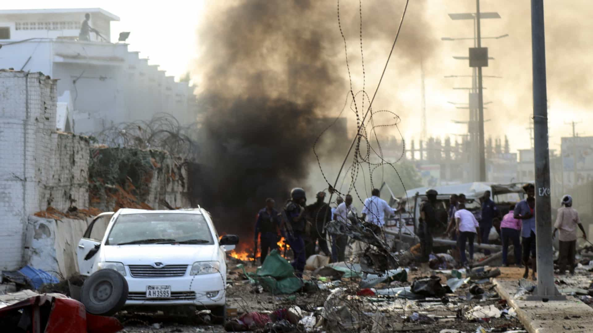 Número de mortos em ataque em Mogadíscio sobe para 20