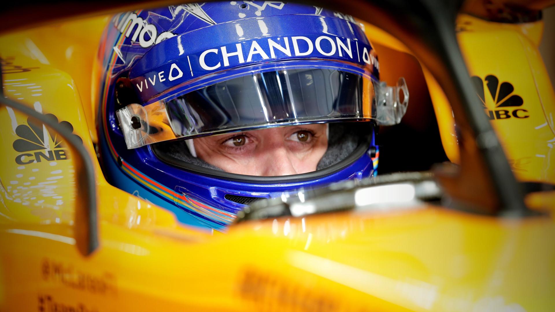 Alonso nas 500 milhas de Indianápplos à procura da 'tripla coroa'