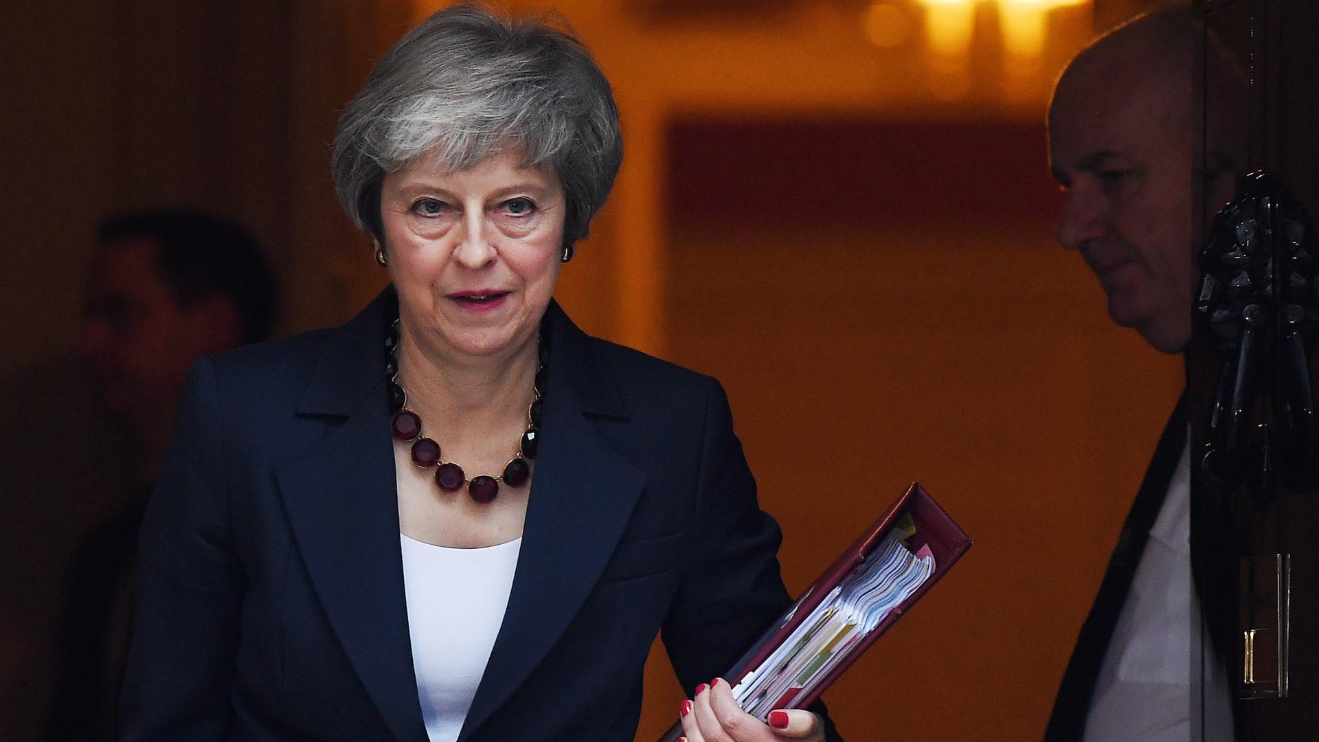 Theresa May diz que acordo para o Brexit protege economia e segurança