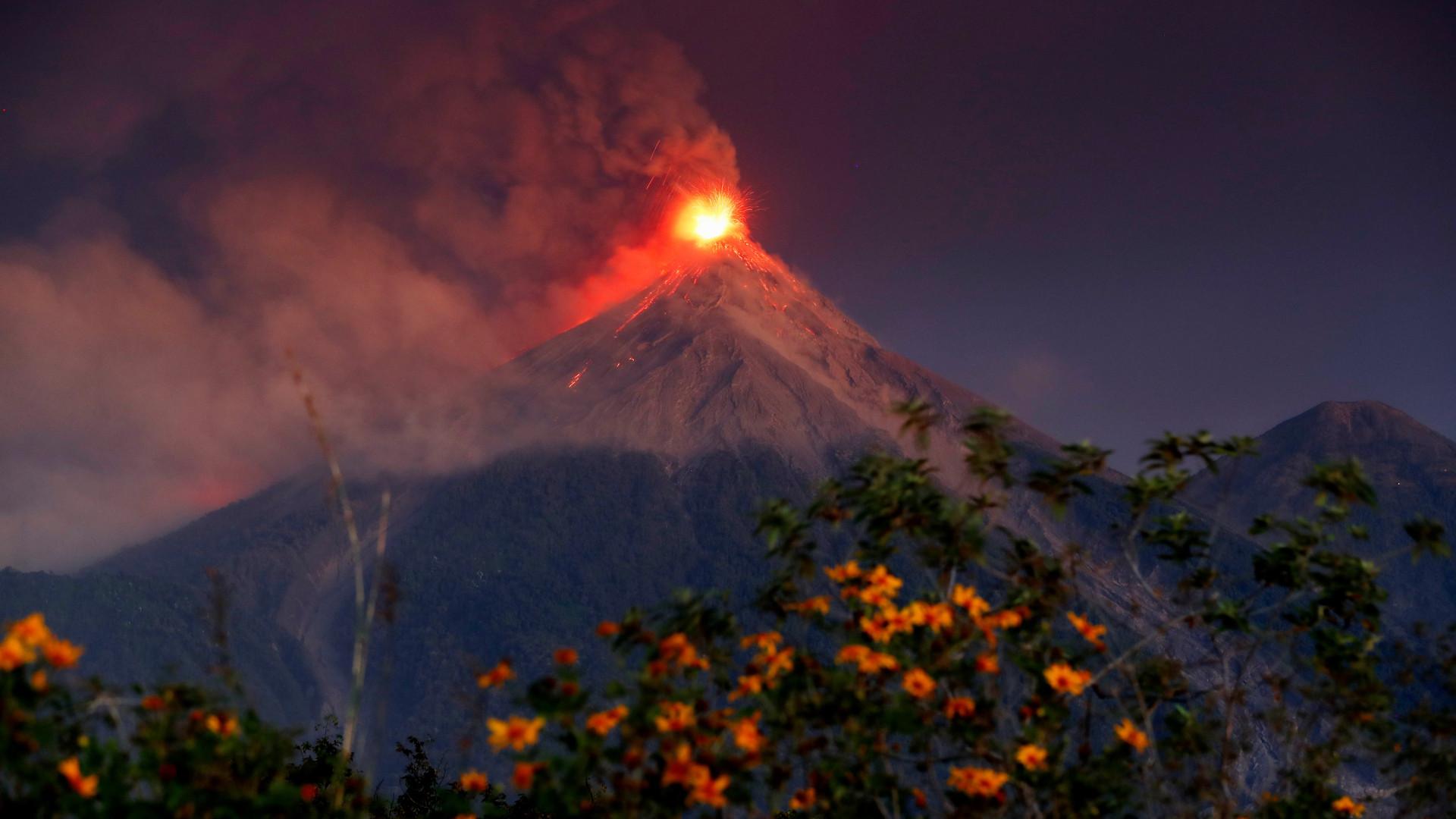 Autoridades da Guatemala acionam alerta vermelho por causa de vulcão