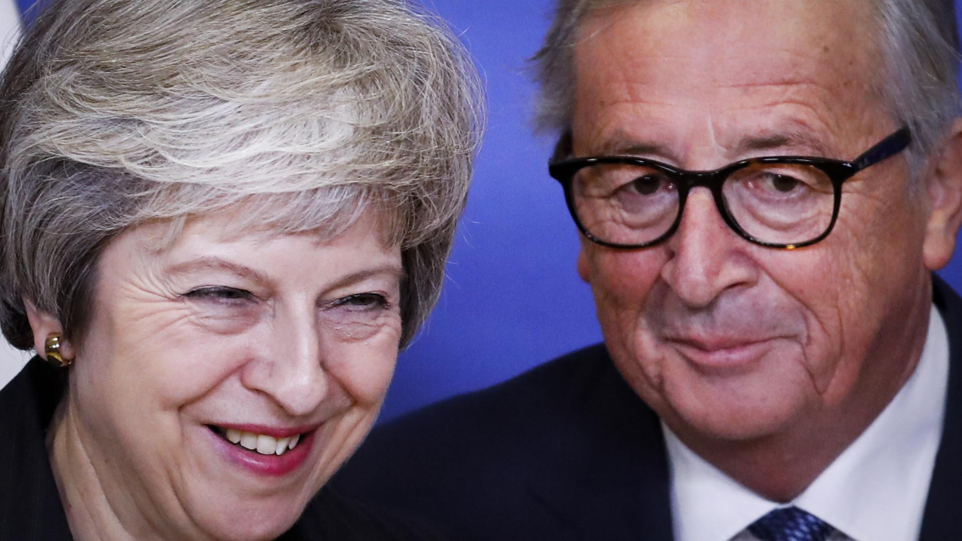 """Juncker e May concluem reunião sobre o Brexit com """"progresso muito bom"""""""