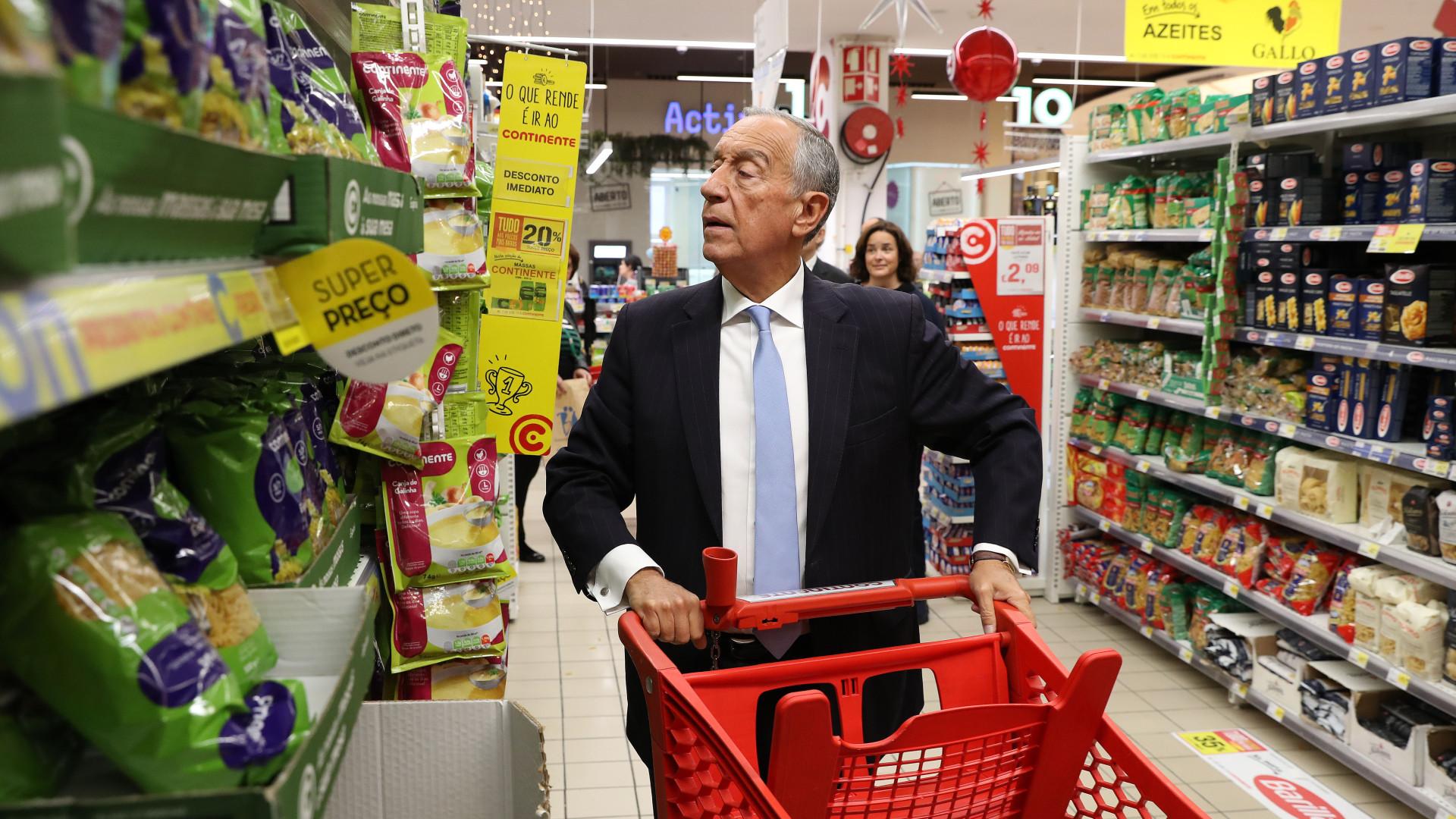"""Nas compras, Marcelo alerta para o """"drama"""" da pobreza nos mais idosos"""