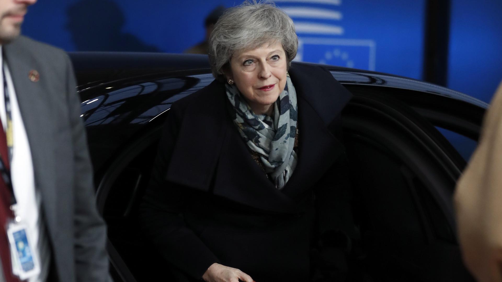 May reitera recusa em convocar segundo referendo e critica Tony Blair