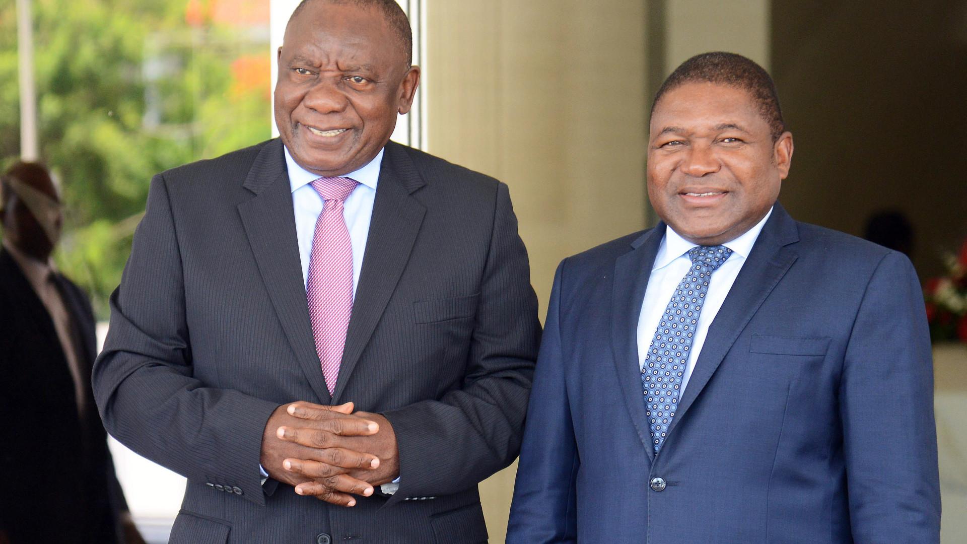 Presidentes de Moçambique e África do Sul discutem casos Hanekom e Chang