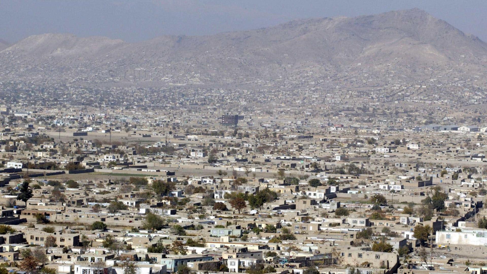 Explosão em mesquita xiita lotada de fiéis em Cabul