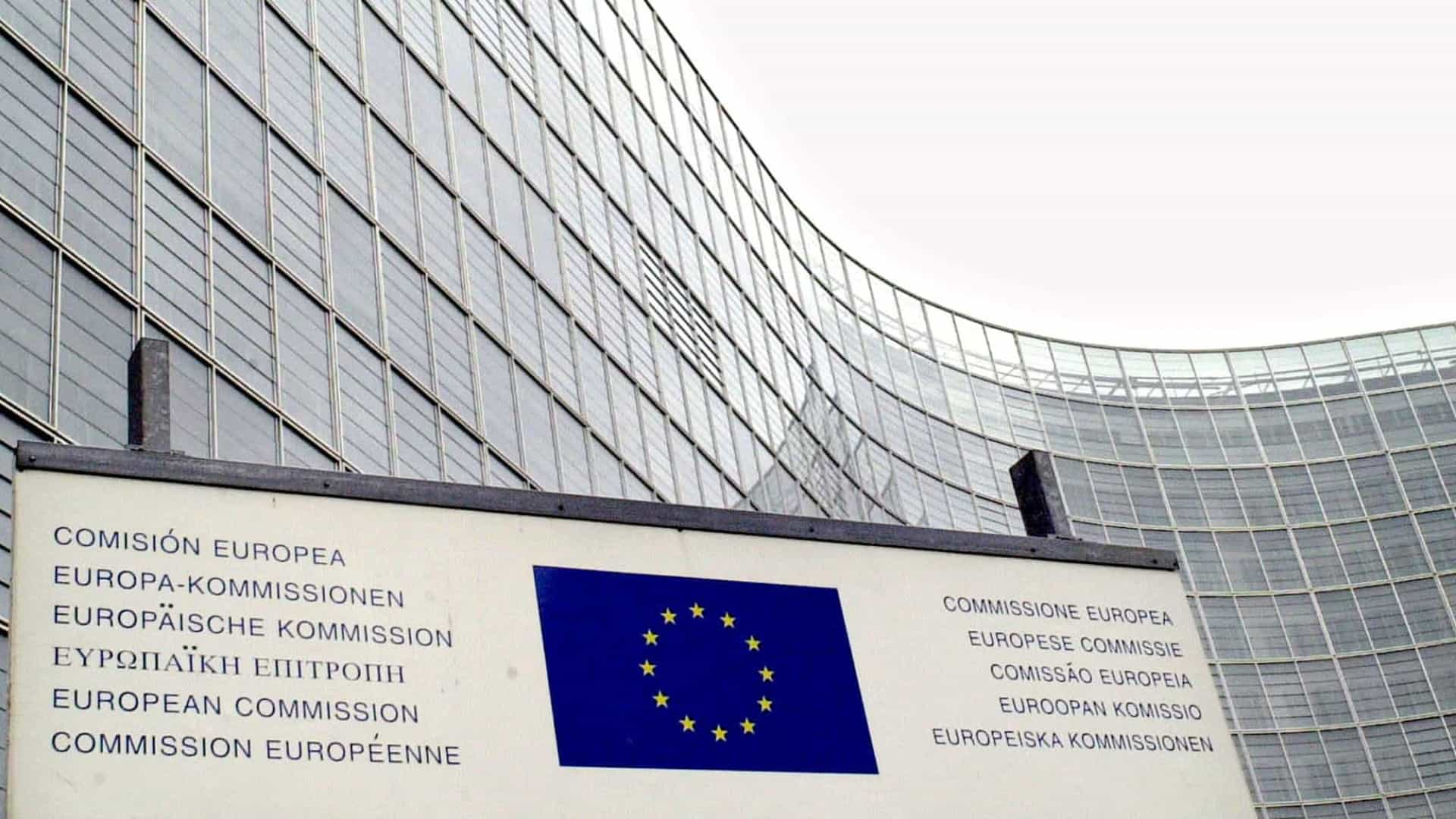 Bruxelas coloca Irlanda sob vigilância