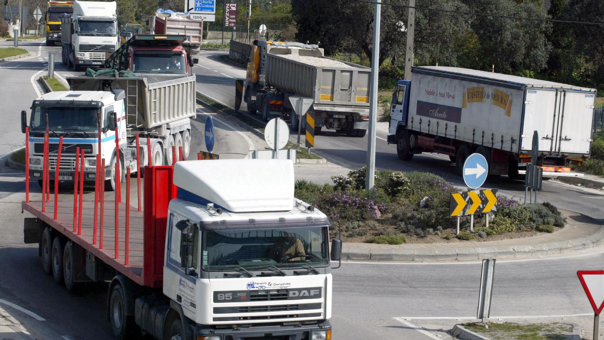 Transportadores reúnem-se hoje com Governo à espera de compensação