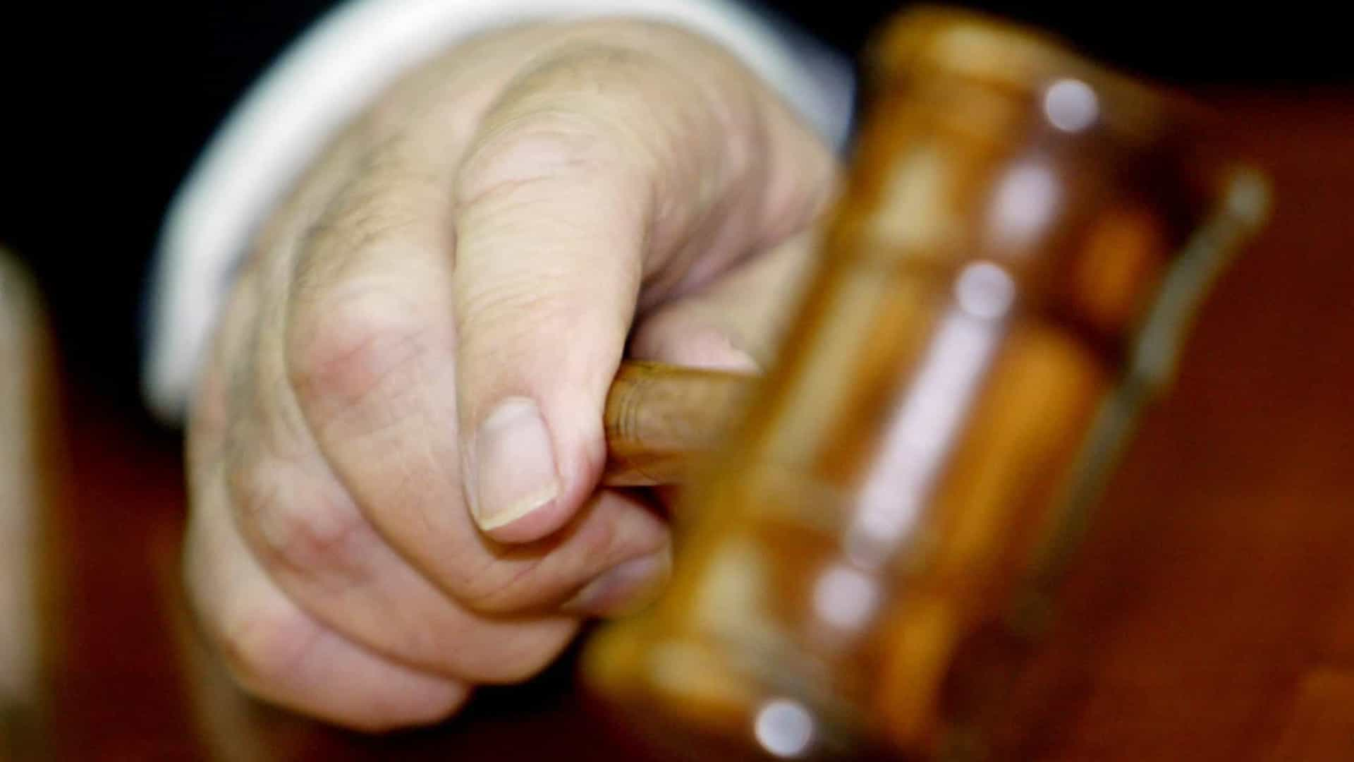 Tribunal decreta prisão preventiva para suspeitos de roubos a idosas