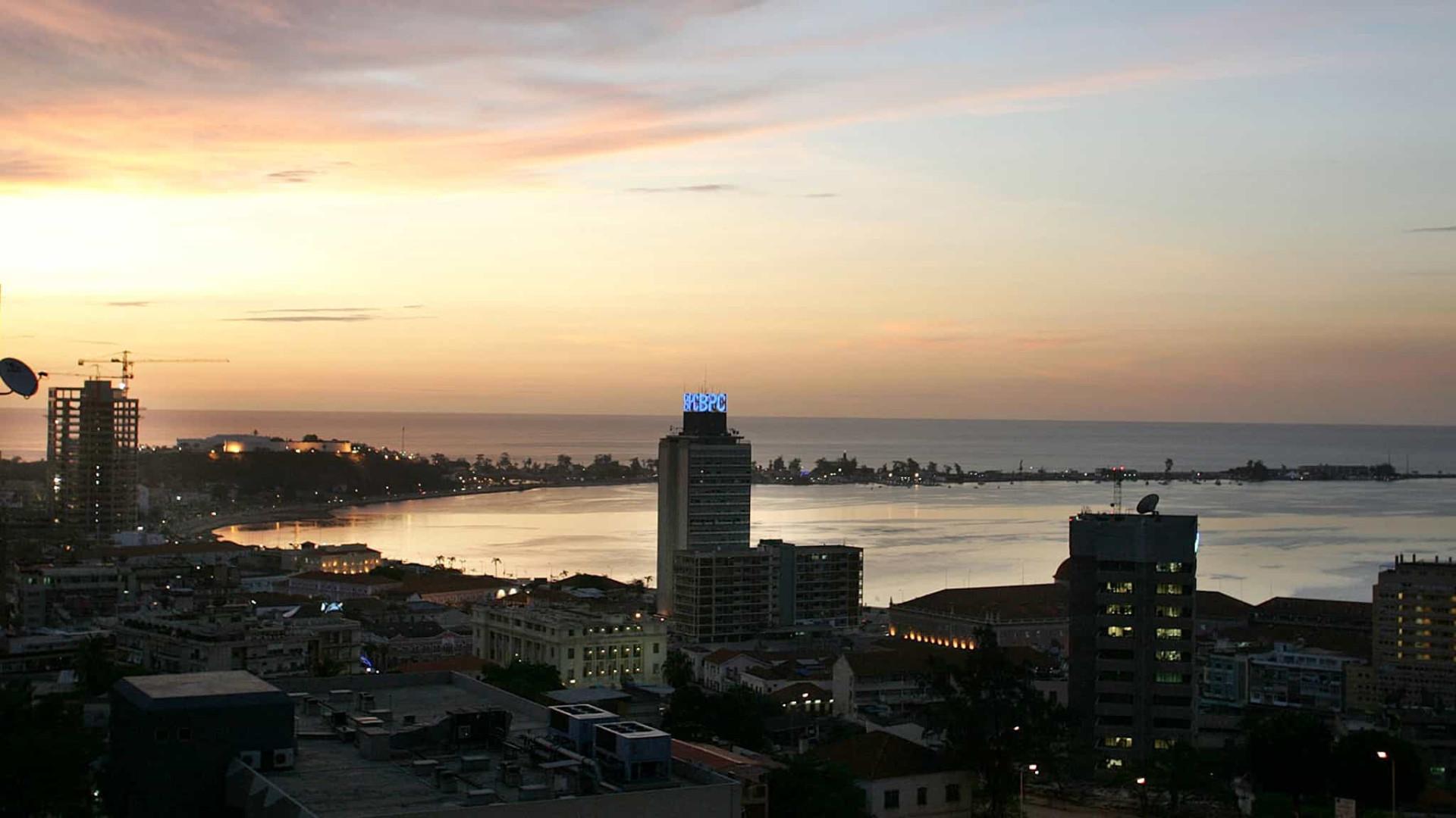 Angola deve abrir economia ao exterior, alerta analista