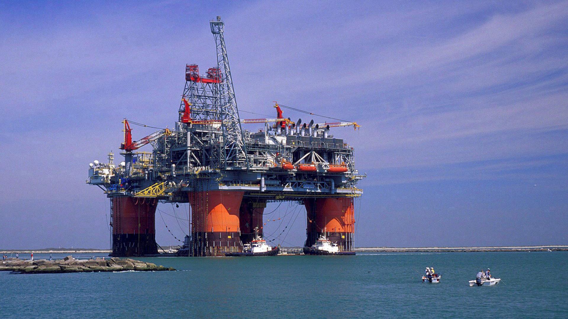 Procura de petróleo deve subir até 2020 e decrescer a longo prazo