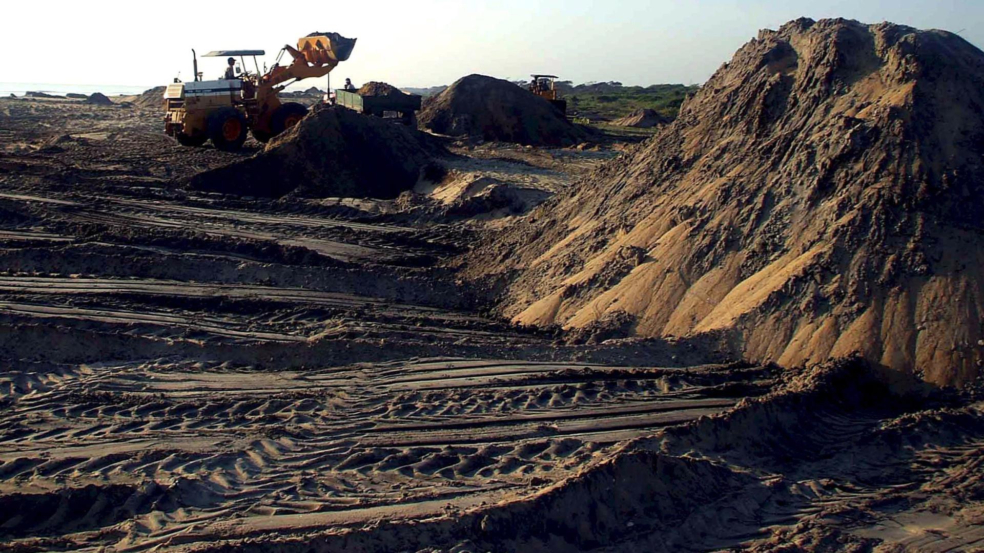 Empresa mineiras avaliam exploração de areias pesadas em Moçambique