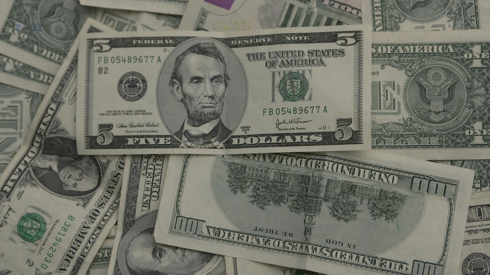 Preço do dólar nas ruas de Luanda estabilizado nos 355 kwanzas