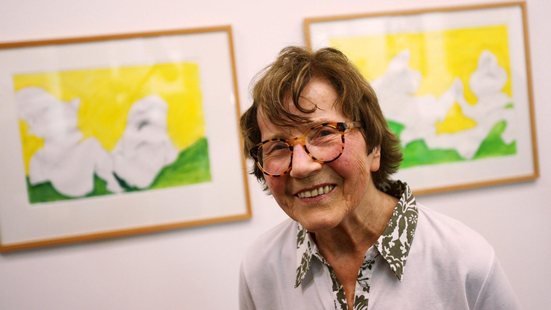 Exposição com desenhos e aguarelas de Maria Lassnig inaugurada hoje