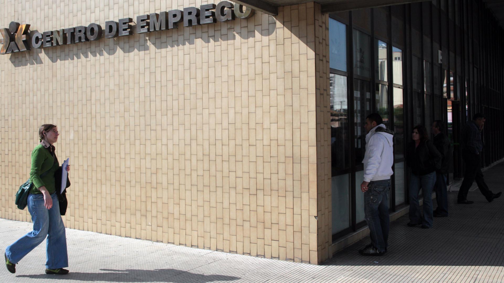 Três mil desempregados de longa duração com direito a subsídio social