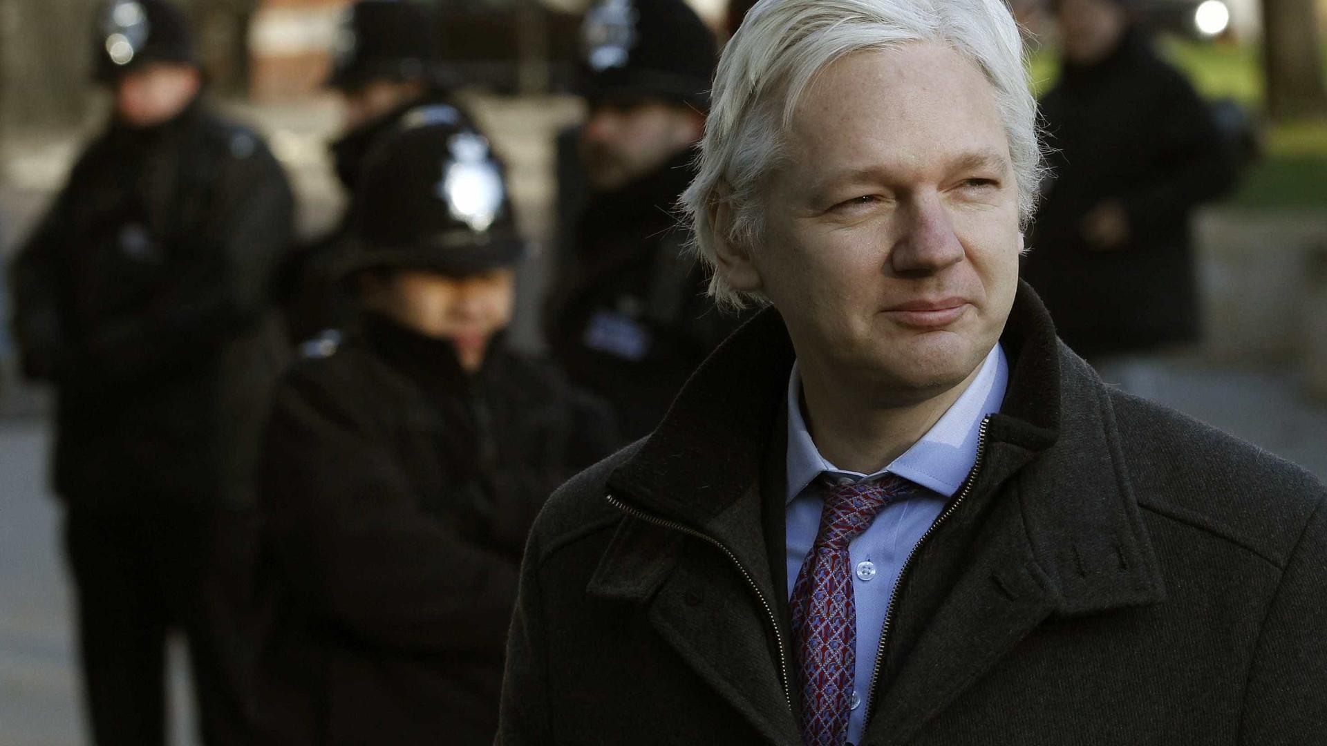 Suécia desiste de investigação contra fundador da WikiLeaks