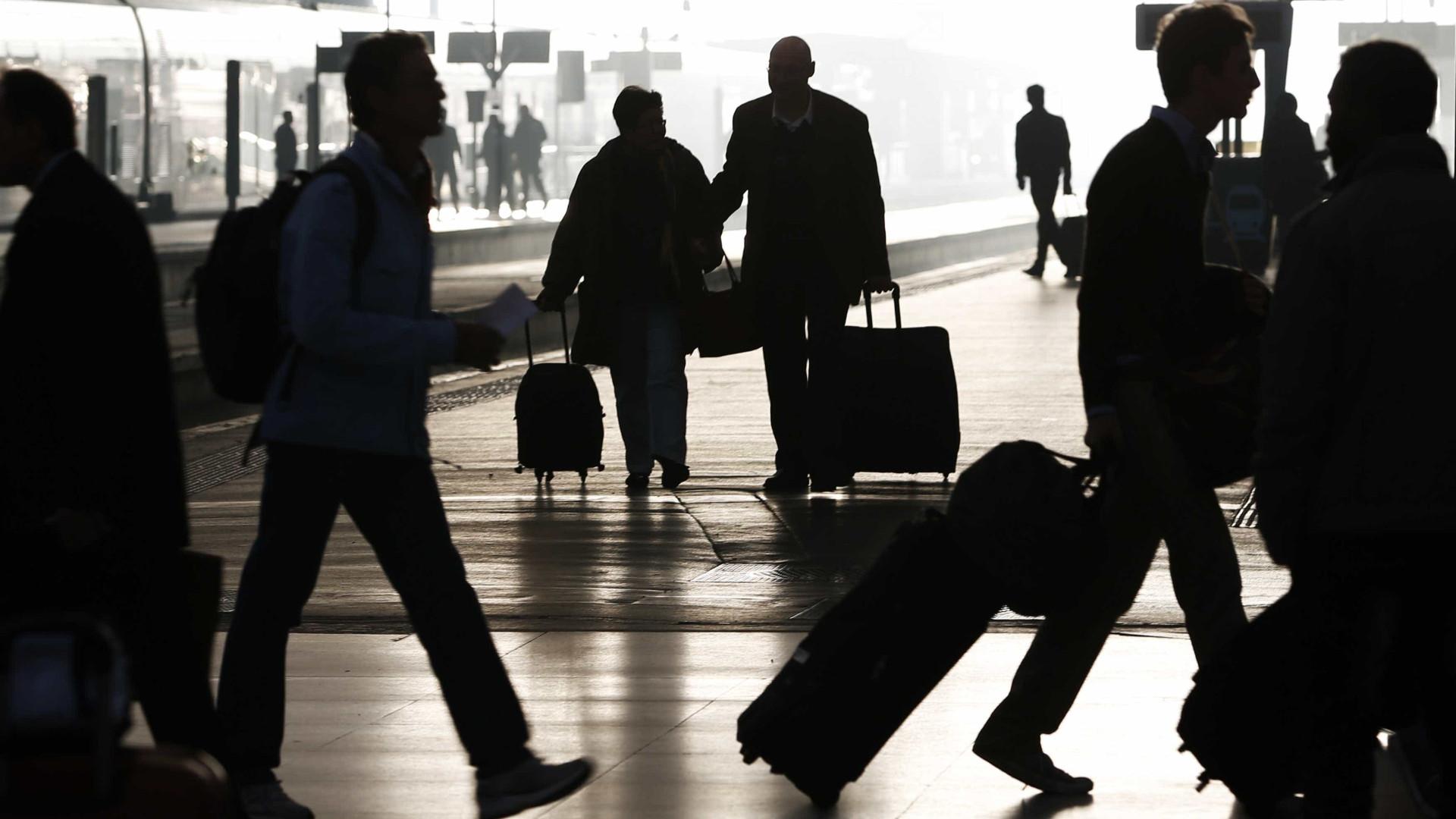 Número dois dos Serviços Secretos de malas aviadas para a China
