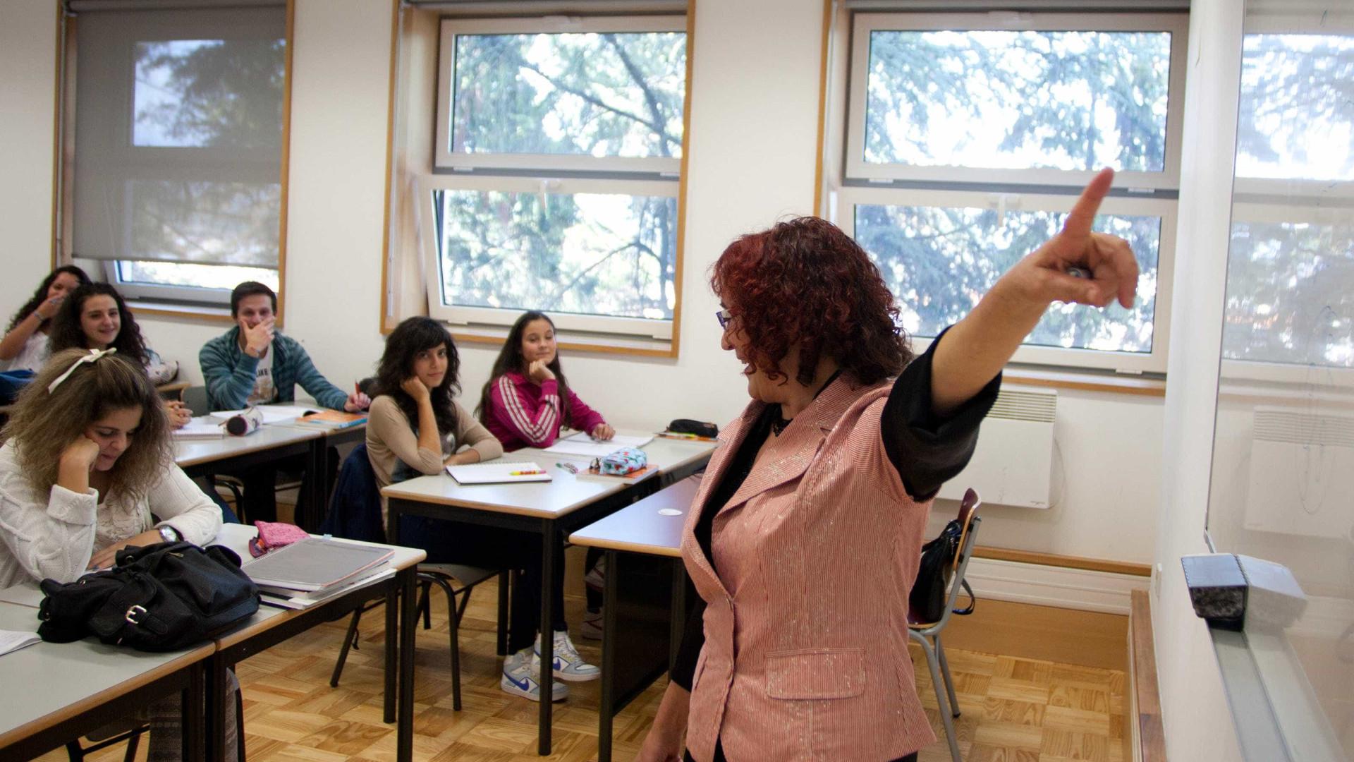 Crise pode estagnar melhoria dos indicadores do abandono escolar