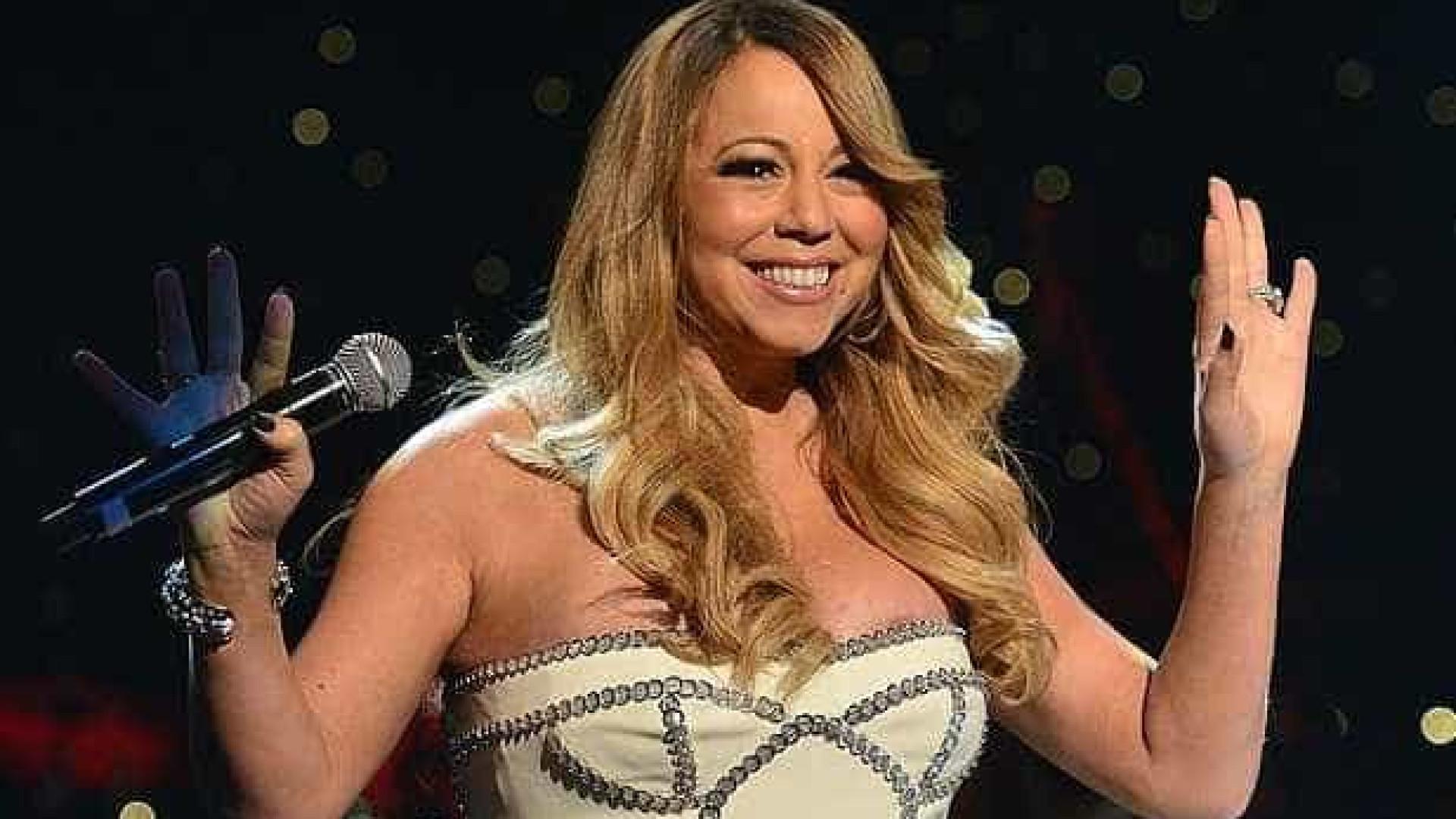 Vestido sem alças trai Mariah Carey