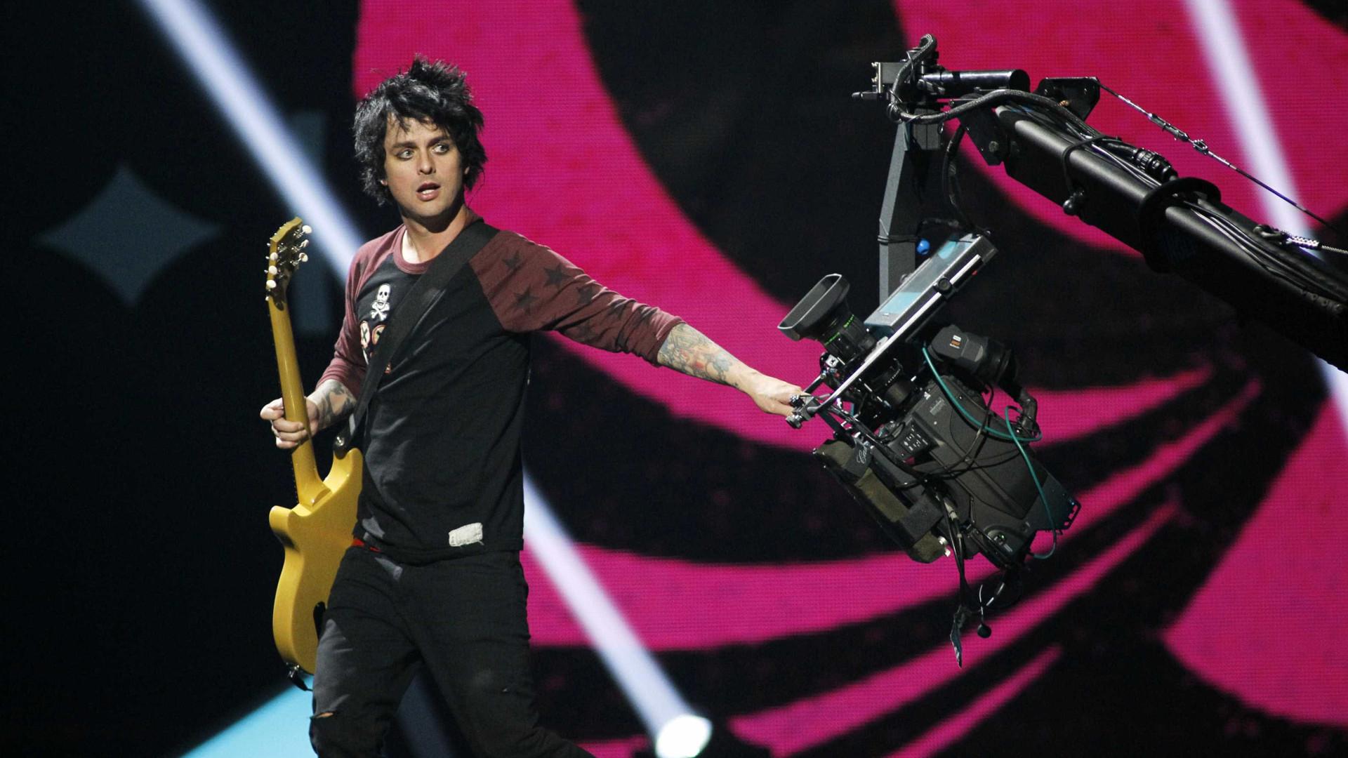 Clássico de Green Day volta aos tops ingleses à espera de visita de Trump