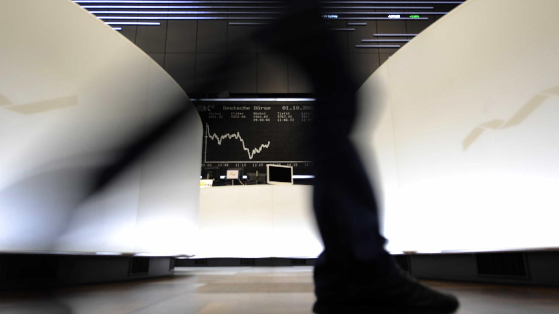 Europa segue no verde com investidores atentos a Bruxelas