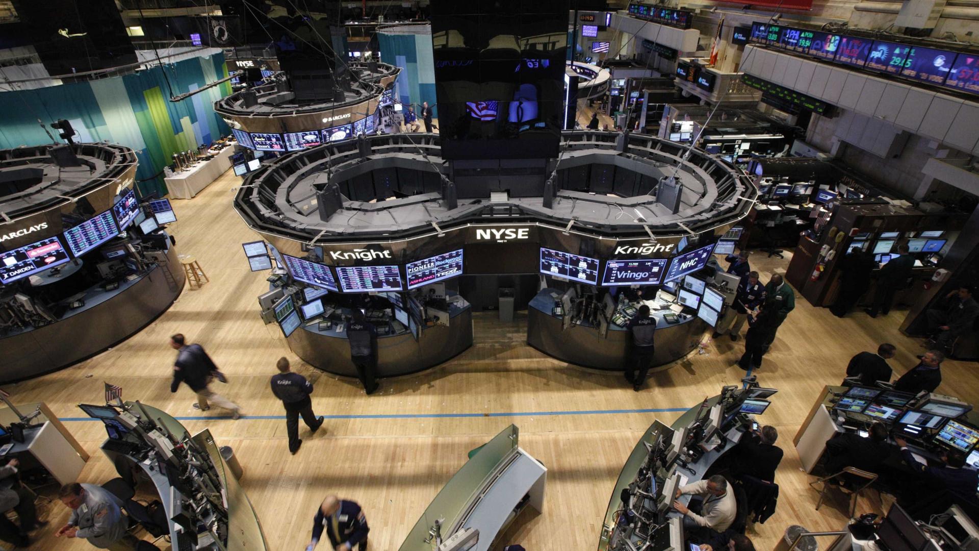 Wall Street fecha com alguns ganhos depois de sessão volátil