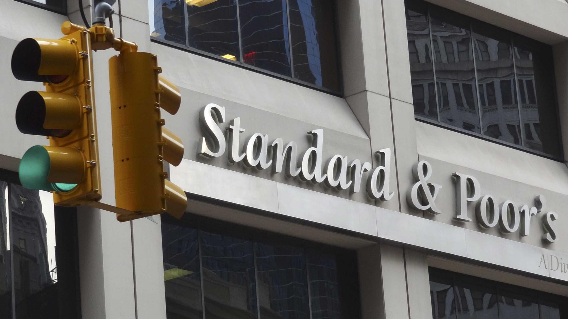 S&P mantém preocupações com banca e endividamento privado