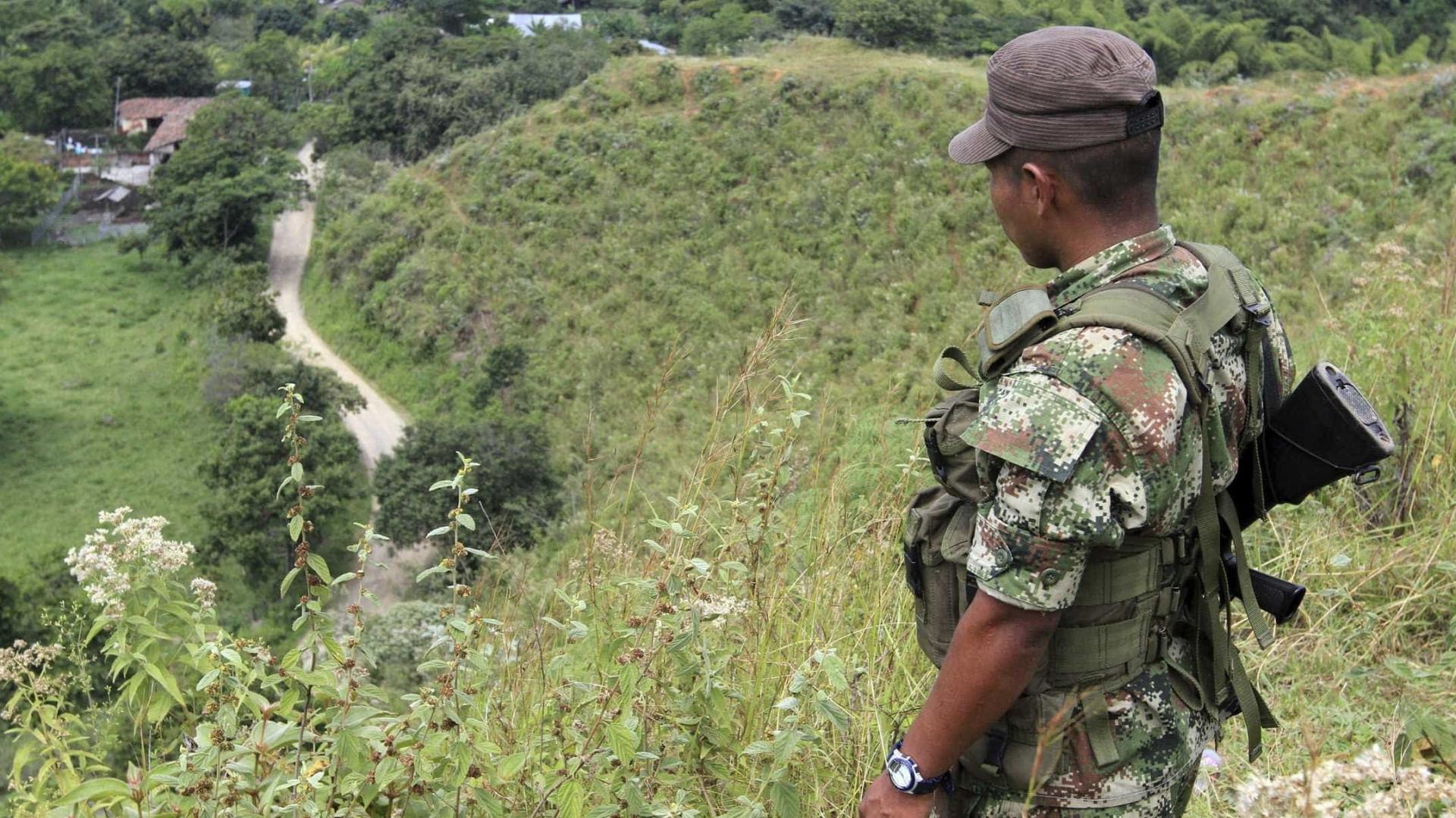 Colômbia se retira de negociações de paz com grupo rebelde ELN