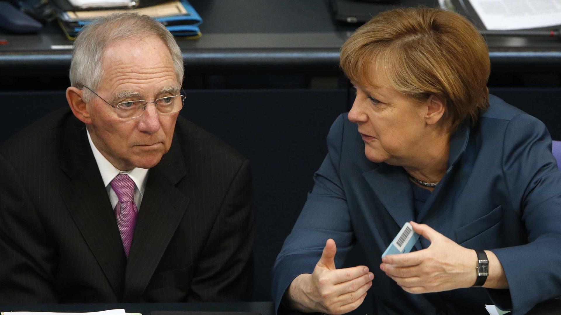 Merkel e Schäuble culpam Bruxelas e Durão pela austeridade