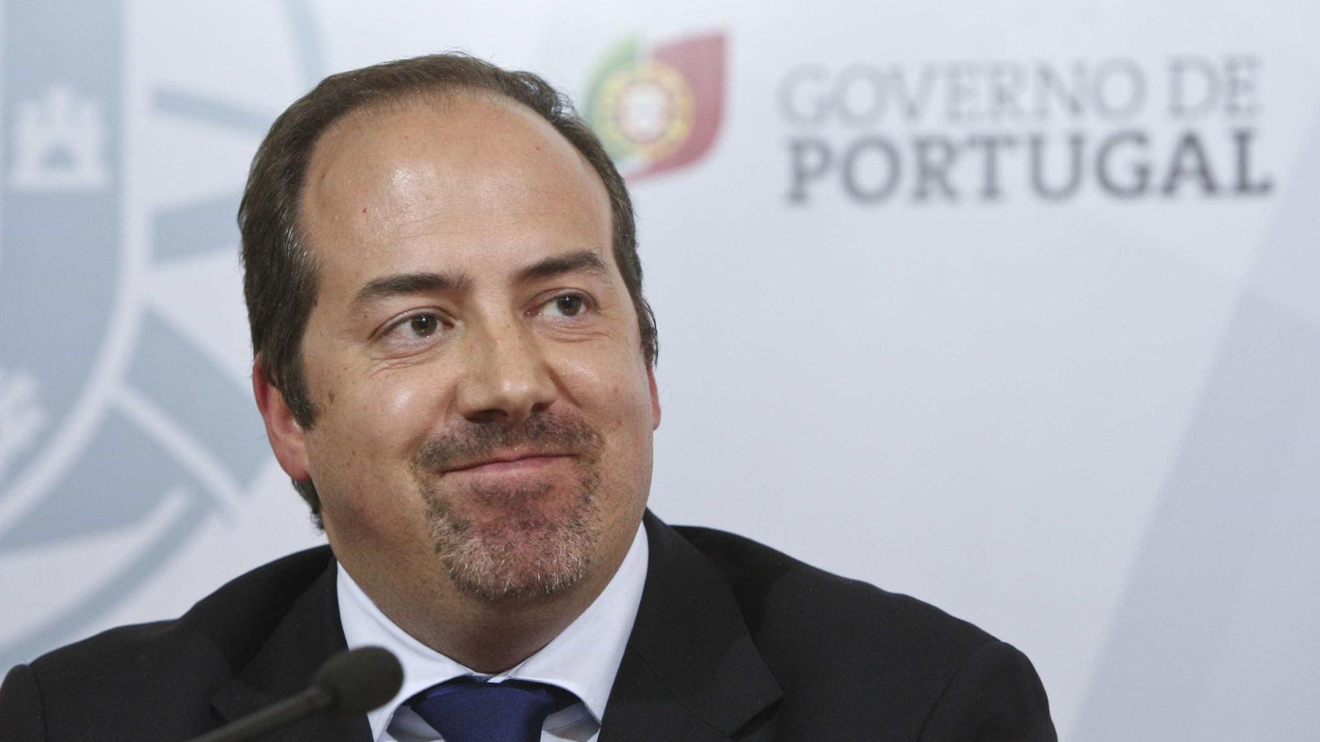 Álvaro 'chumbou' contrato de Portas antes de sair