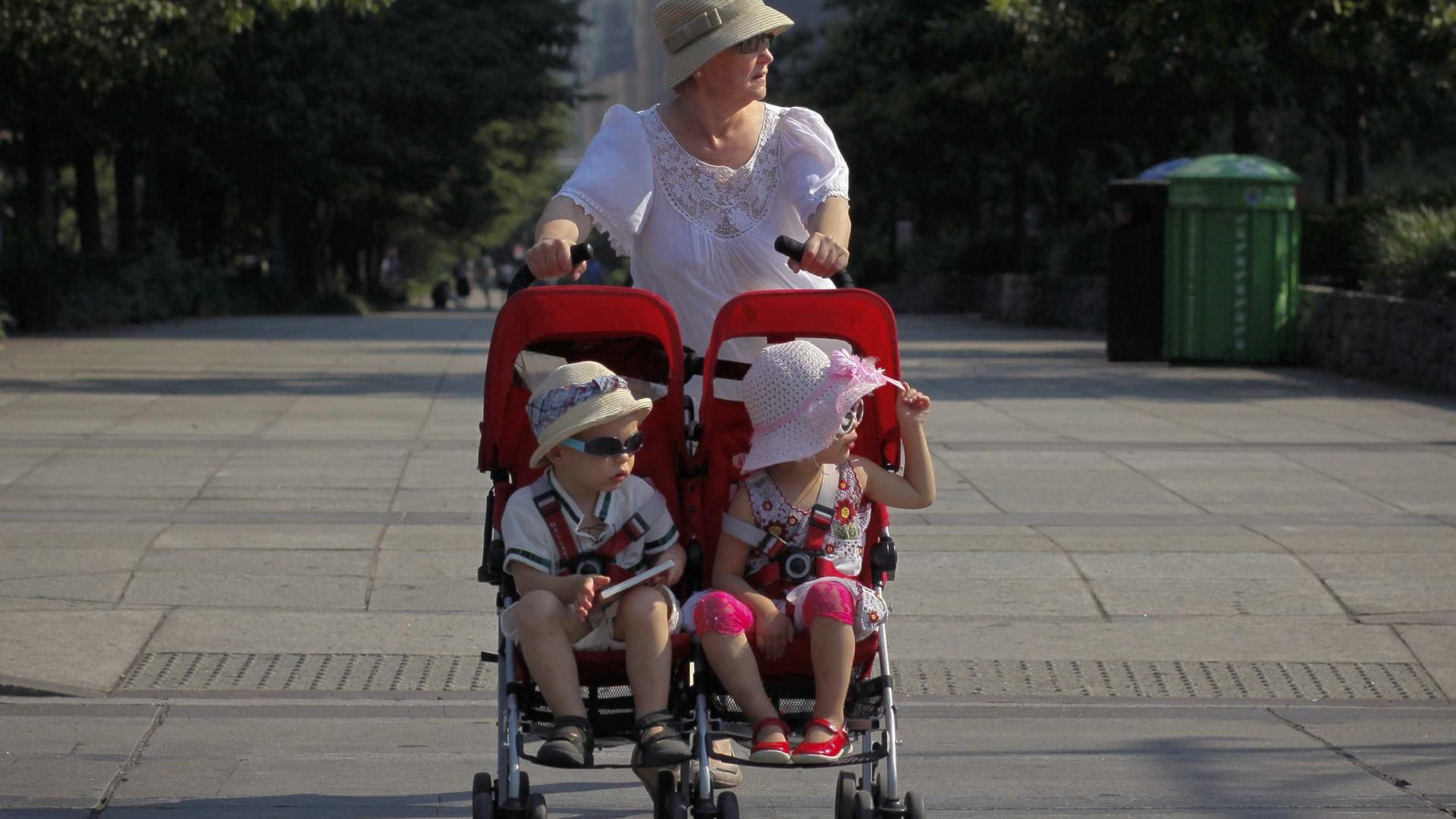 """Expor crianças ao sol nas """"horas impróprias"""" aumenta risco de cancro"""