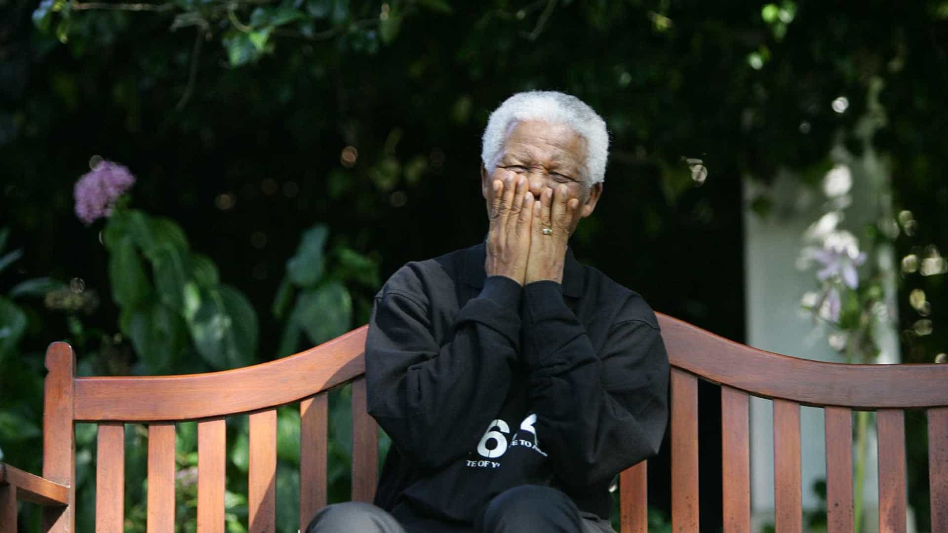 Pintura que mostra Zuma a violar Mandela causa escândalo