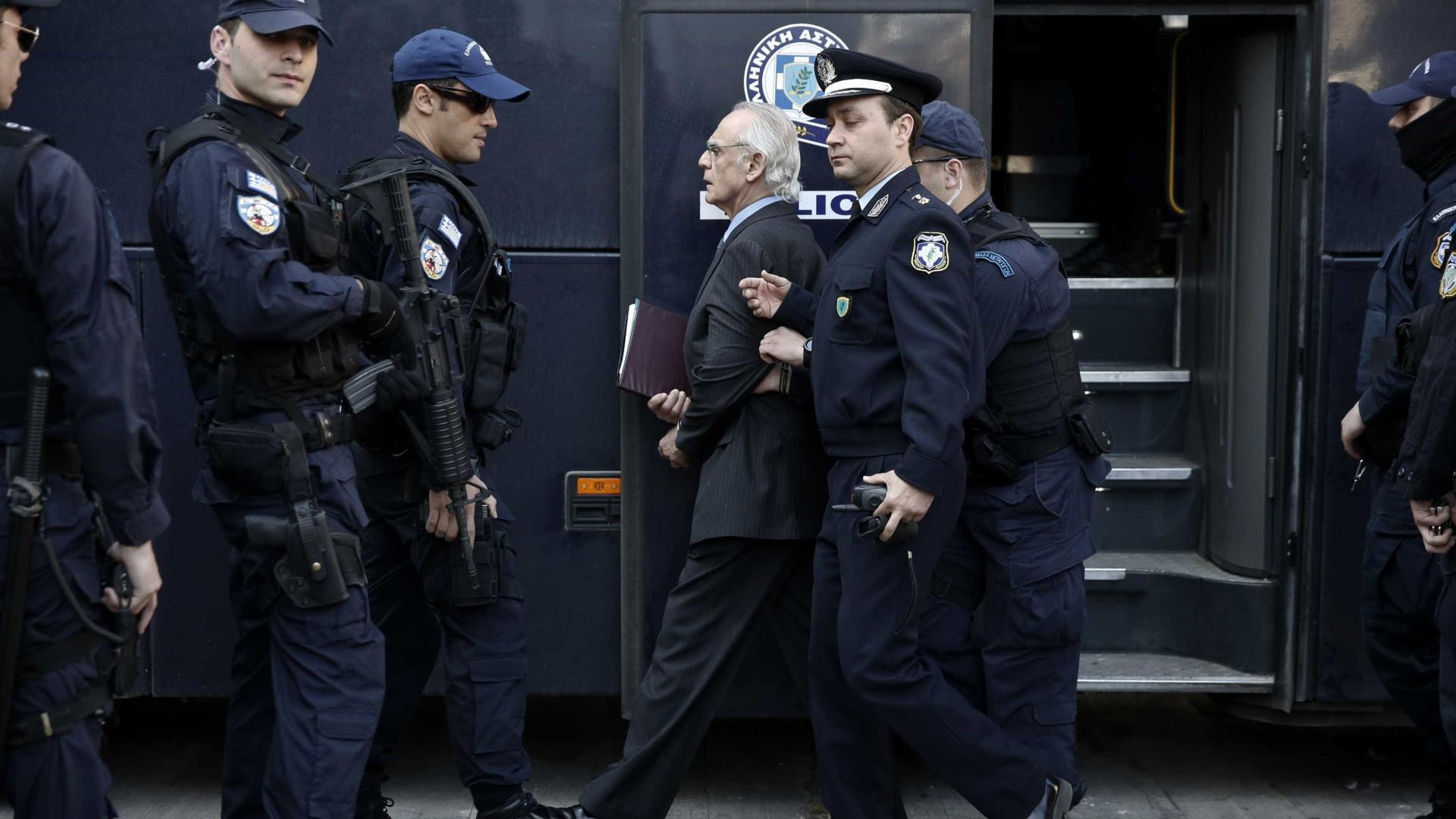 Ex-ministro da Defesa grego condenado a 20 anos de prisão
