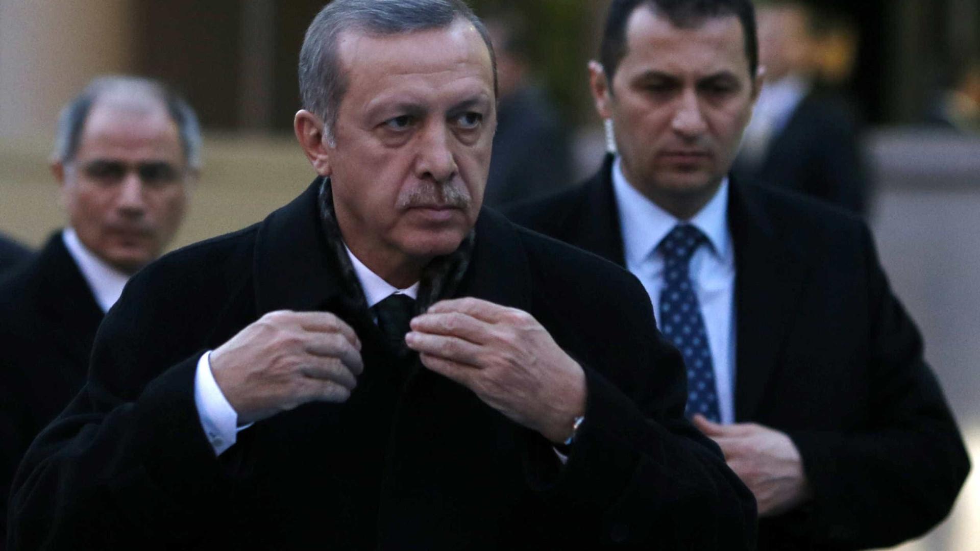 Adolescente turco em prisão preventiva por caluniar Erdogan