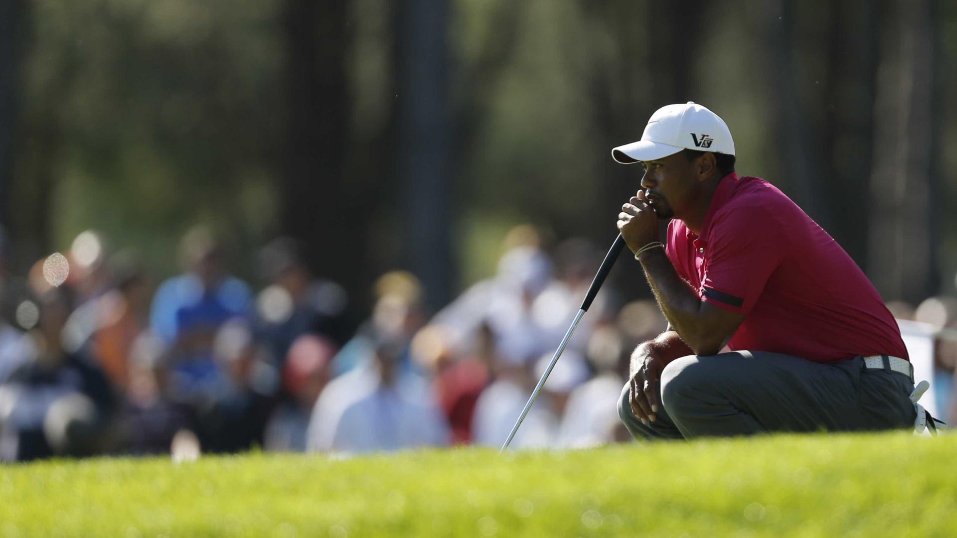 Tiger Woods falha o resto da época após ser operado