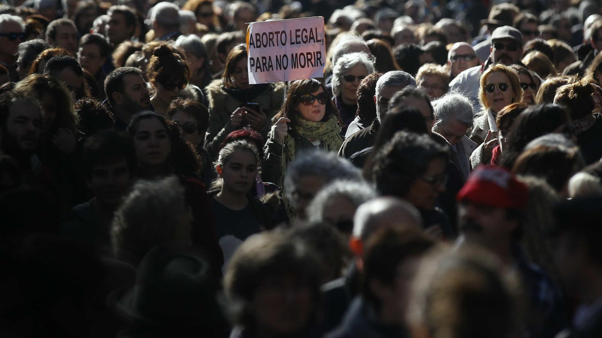 Movimento Democrático de Mulheres contra tentativa de limitar direito ao aborto