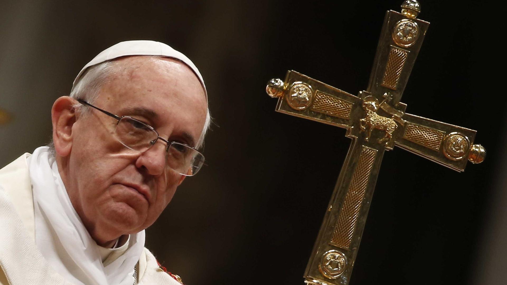 """Conhecer refugiados dissipa """"medos e ideologias erróneas"""", diz Papa"""