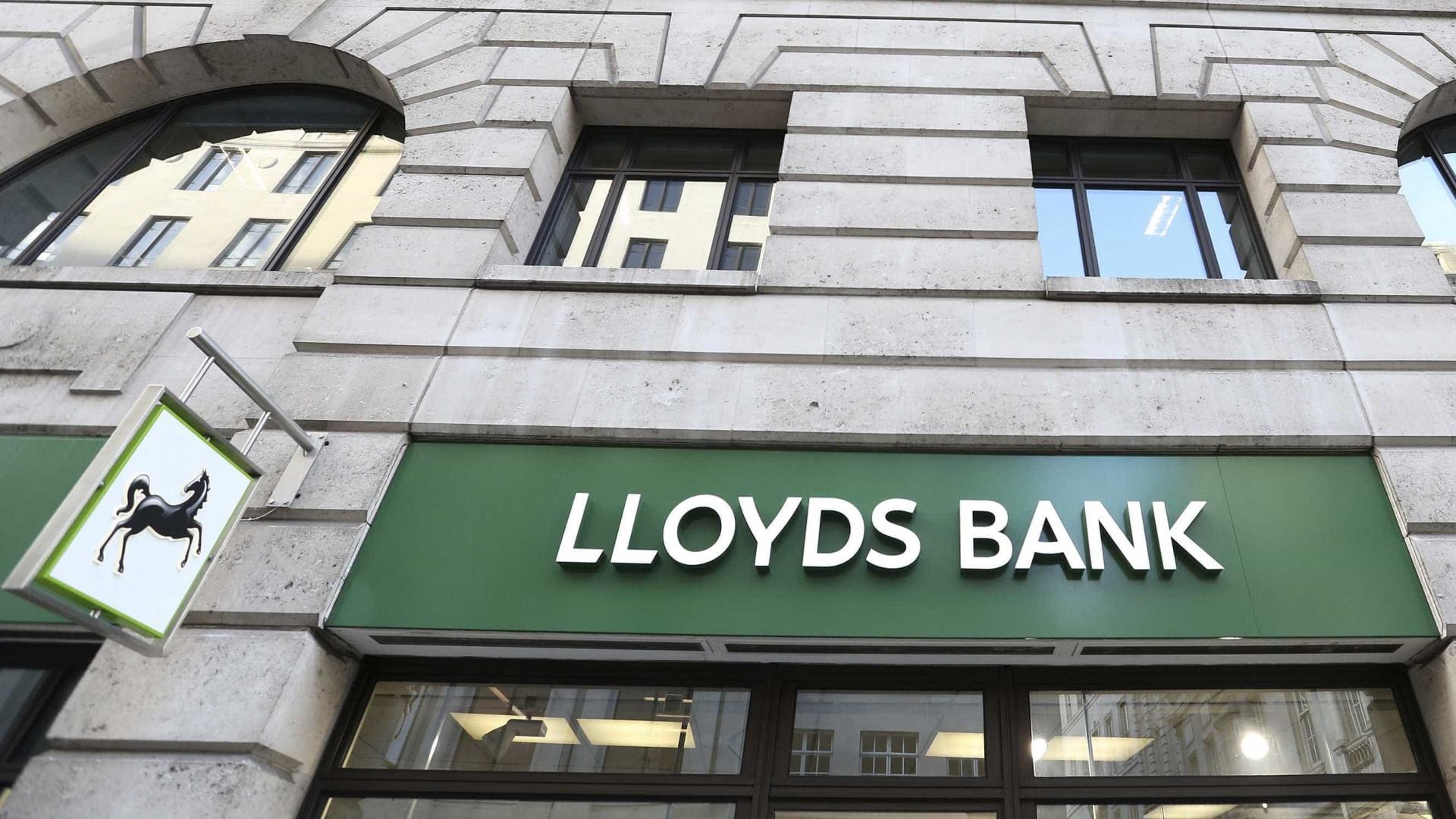 Lloyds fecha 49 balcões no Reino Unido e elimina 1.230 postos de trabalho