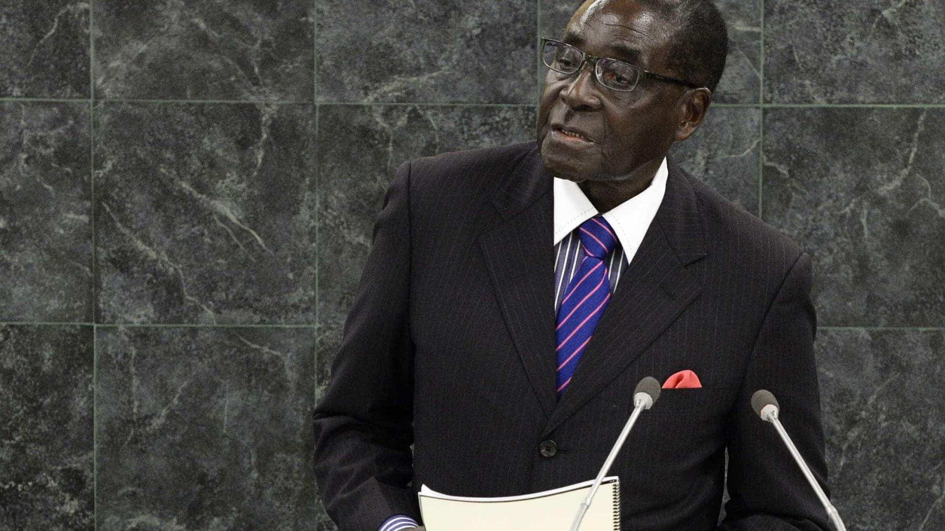 Zuma falou com Mugabe que confirmou estar detido e disse estar bem