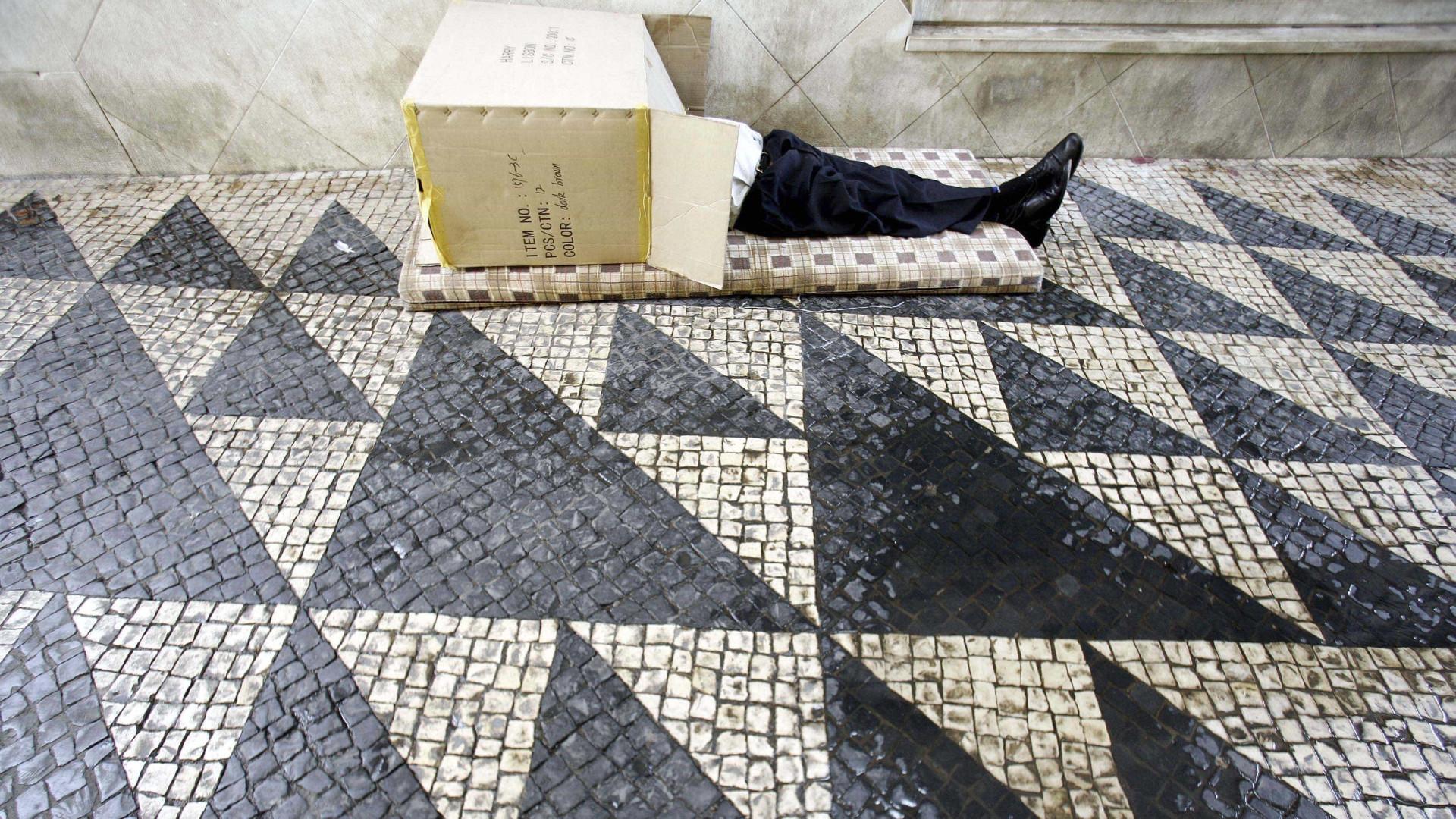 Plano que prevê retirada da calçada portuguesa gera polémica