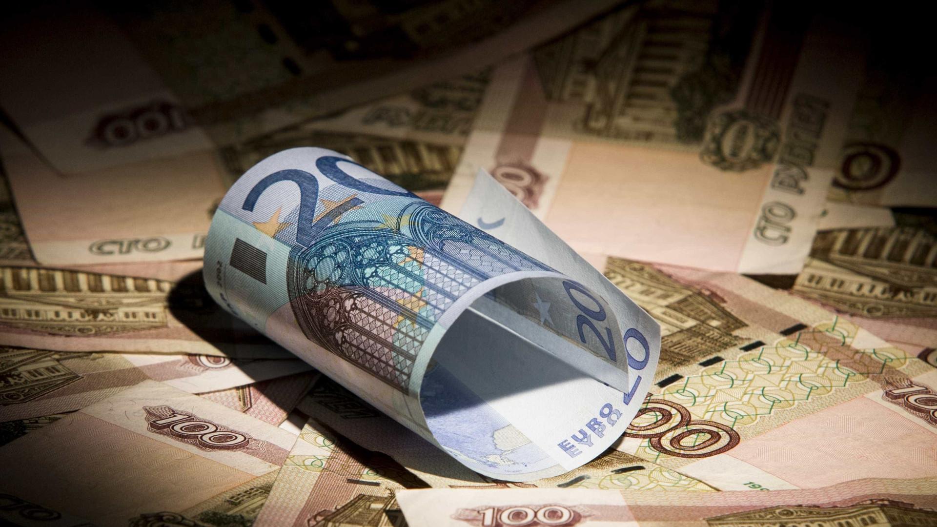 Existem licenciados a ganhar 505 euros com apoio estatal