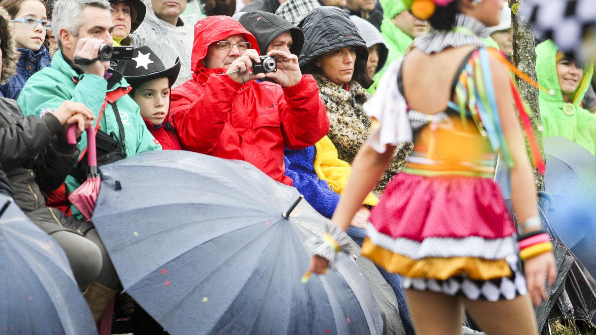 Carnaval menos frio mas com chuva
