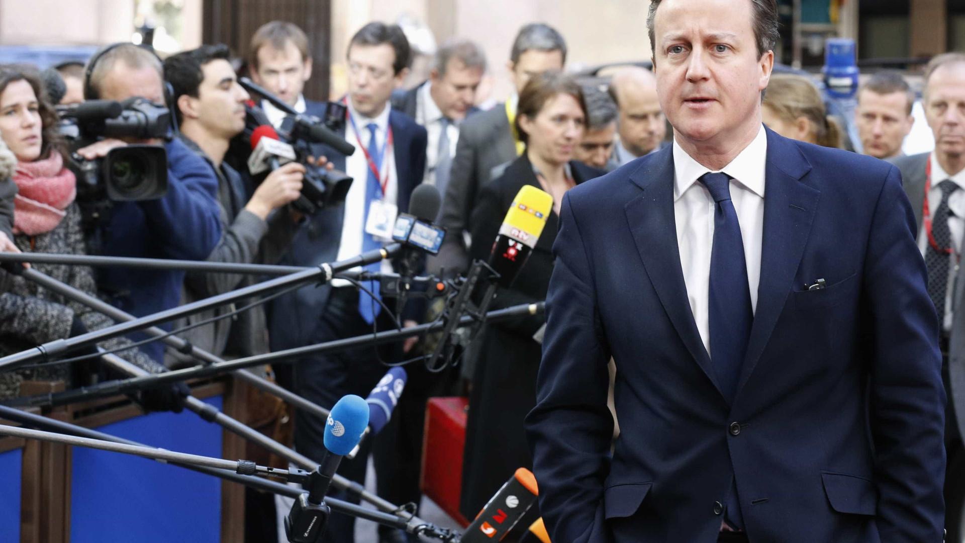 Primeiro-ministro britânico disse ser adepto do West Ham quando todos o  conhecem por torcer pelo Aston Villa. ced9e442ac623