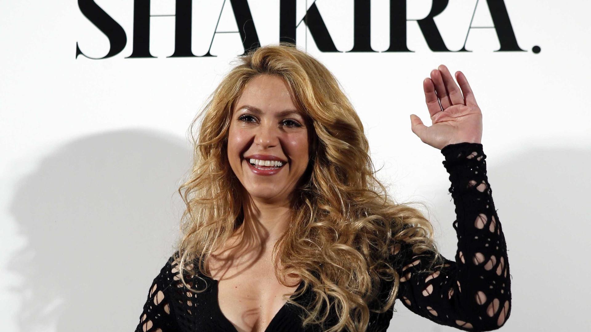 Shakira surge com um novo visual