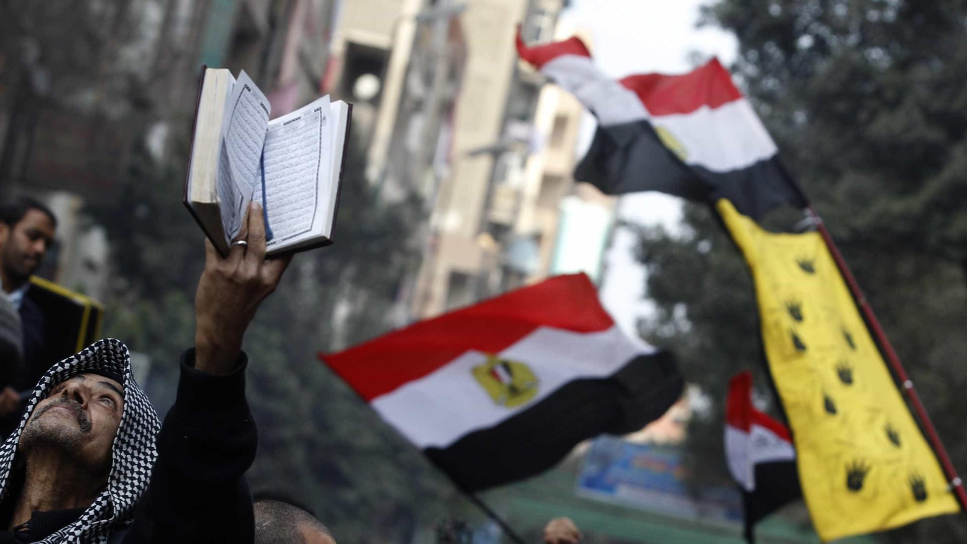 Tribunal condena a prisão perpétua 65 islamistas por ataque em 2013