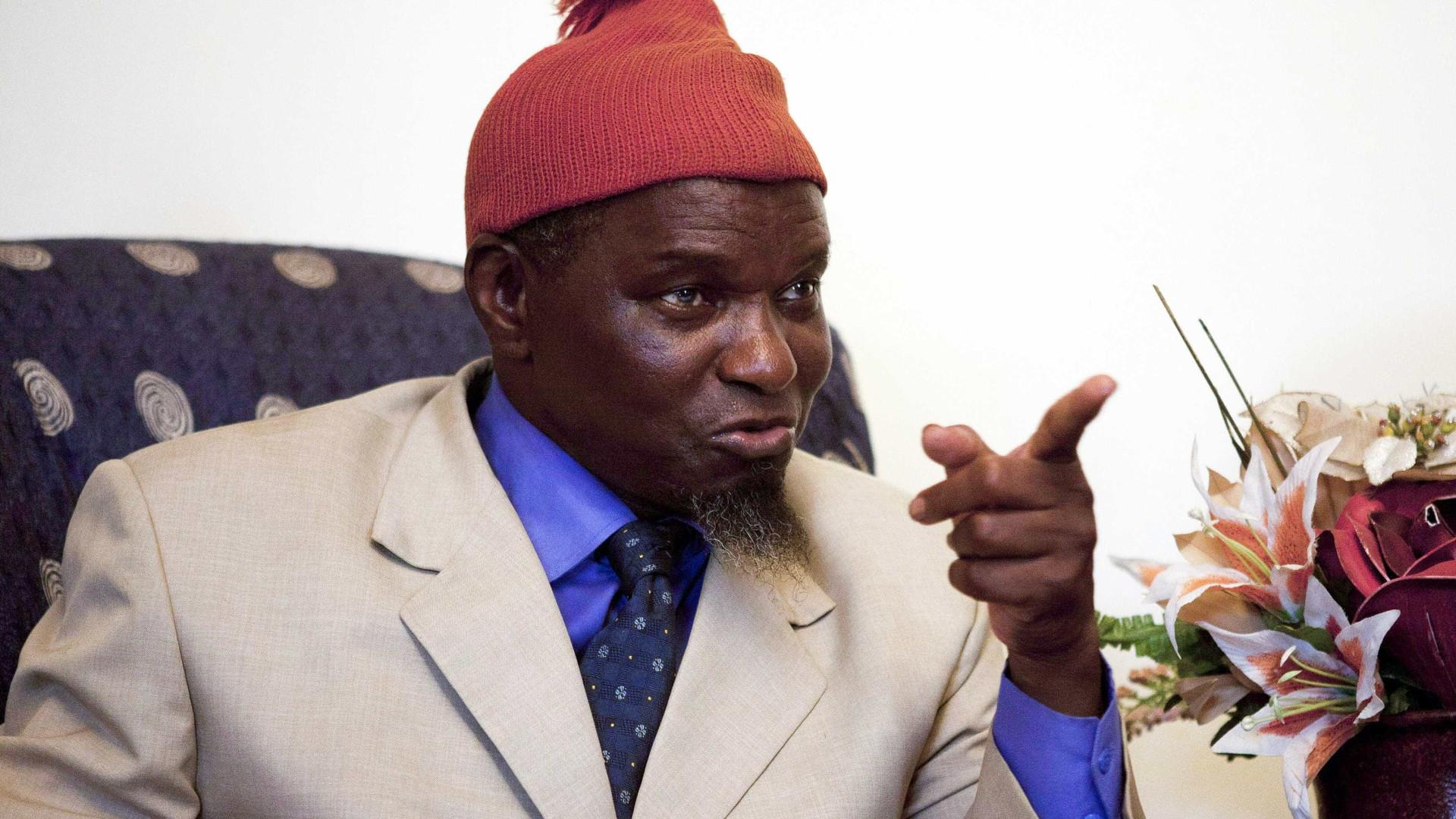 """Morreu Kumba Yalá, o homem do """"barrete vermelho"""""""