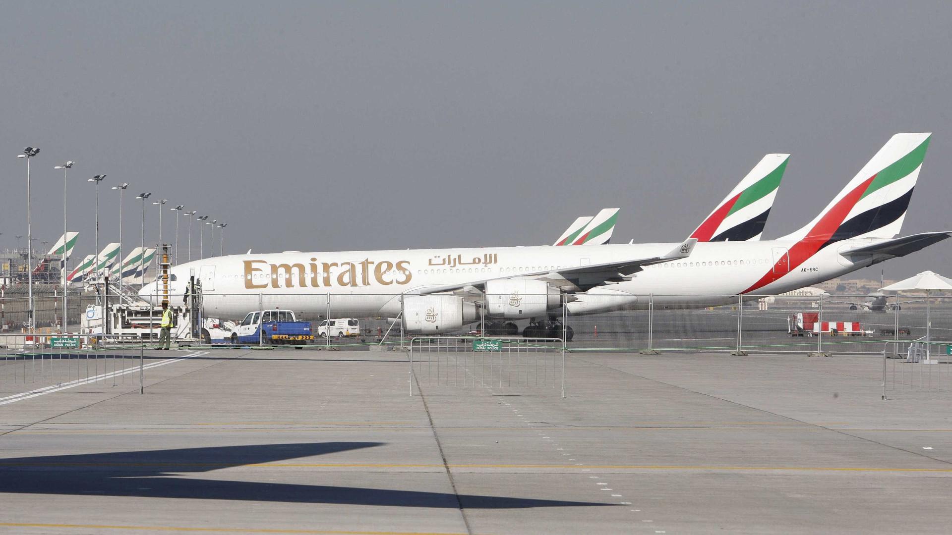 Emirates alvo de críticas após viajar com passageiros doentes a bordo